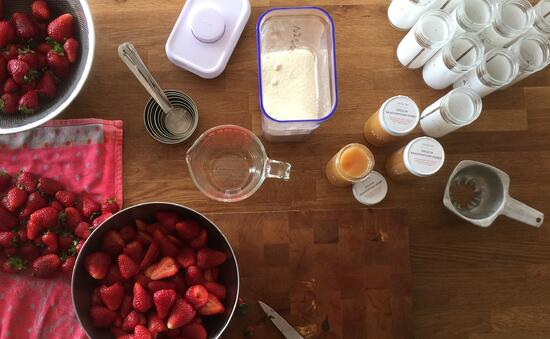 Honey_Strawberry_Jam_Ingredients